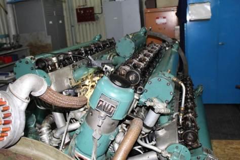 Motorn öppnad för inspektion